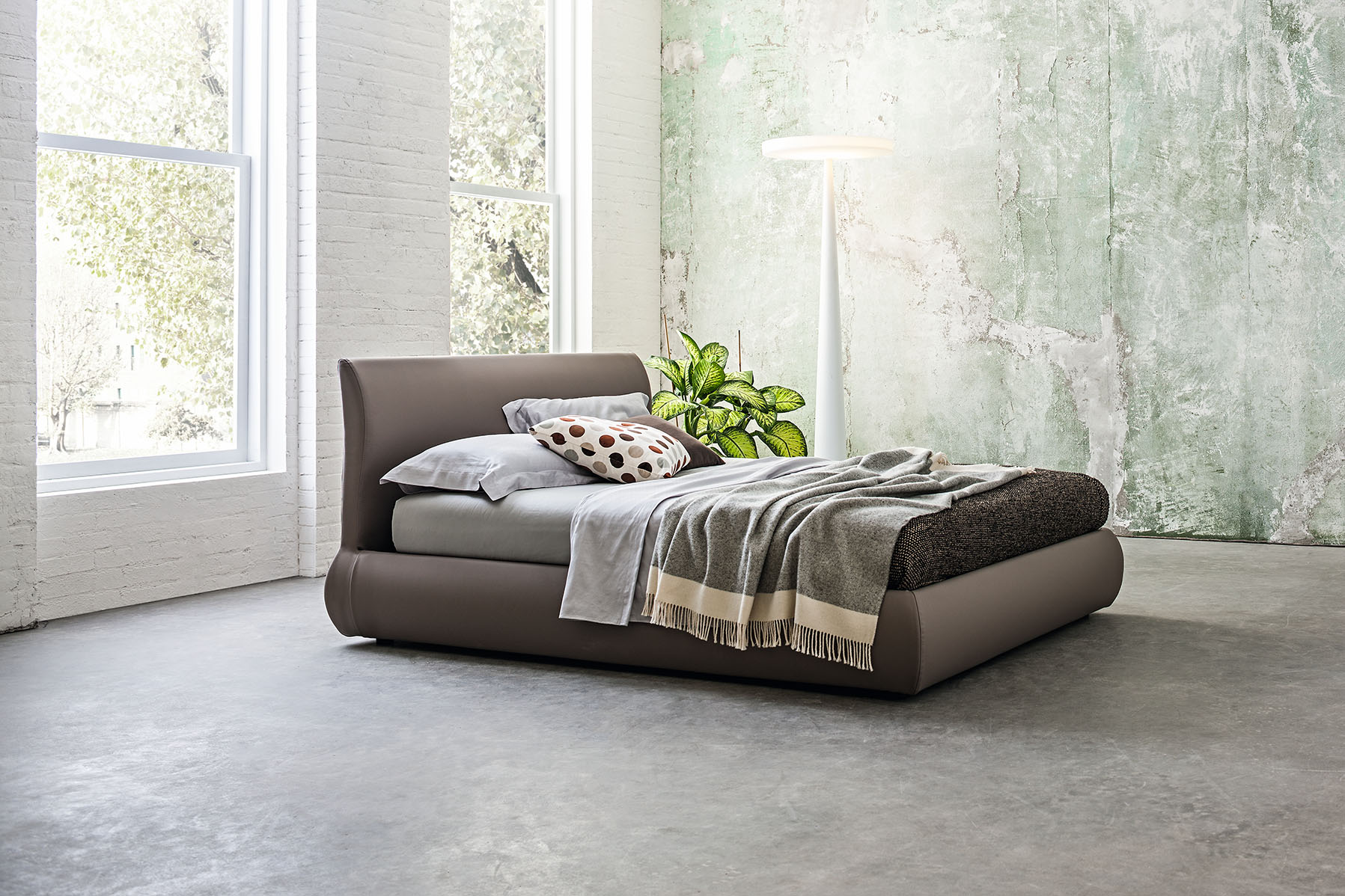 Oblazinjena postelja Bombay
