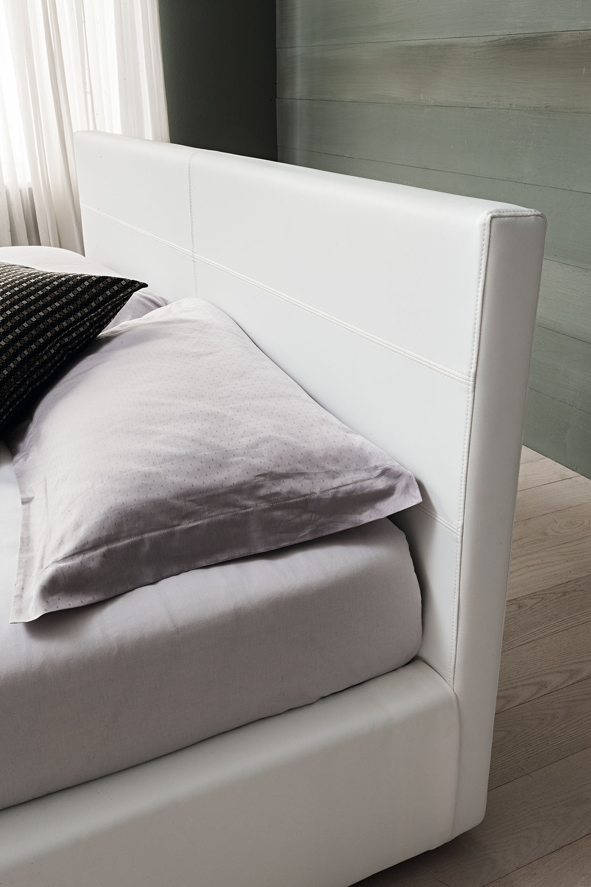 Oblazinjena postelja Living