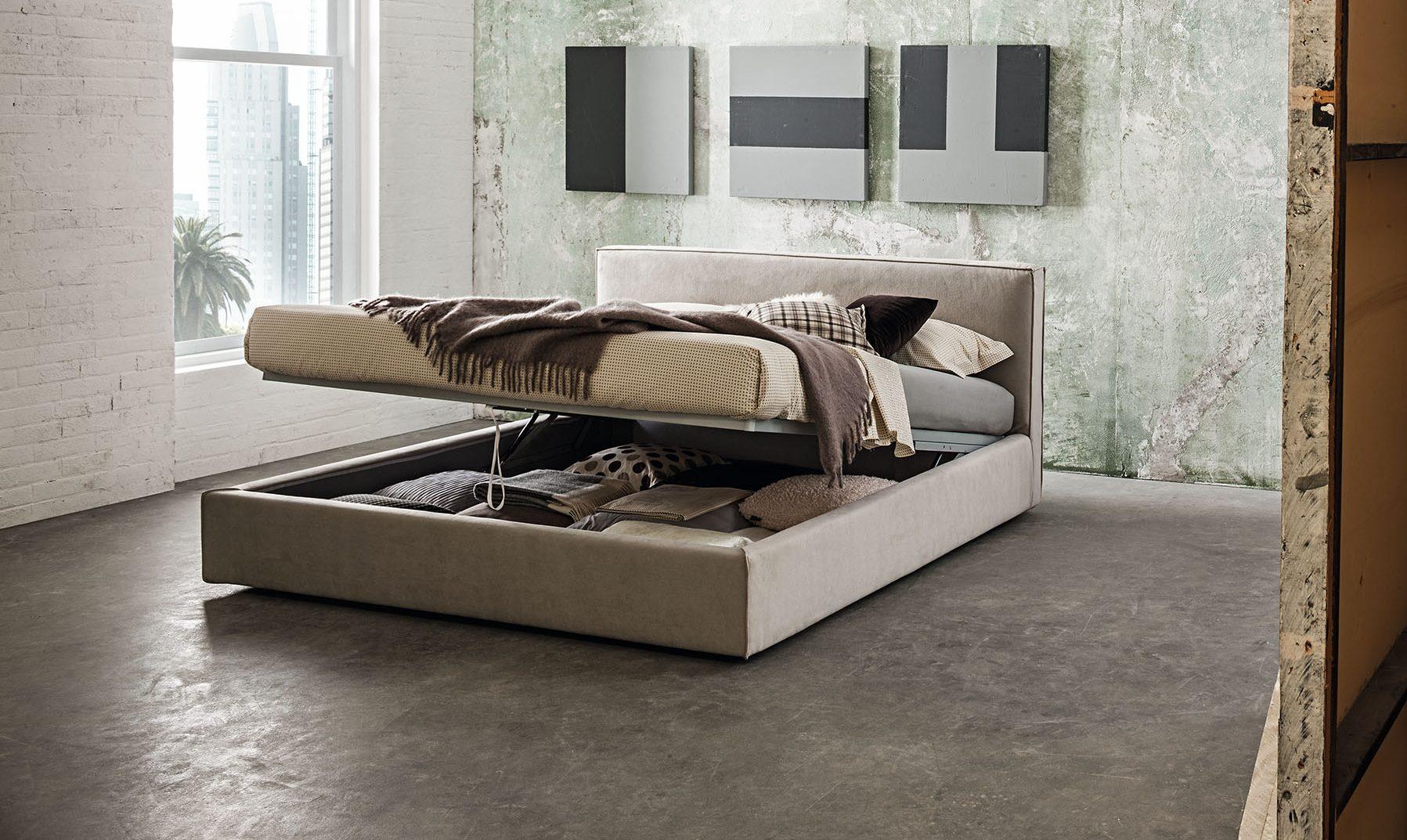 Oblazinjena postelja Plaza