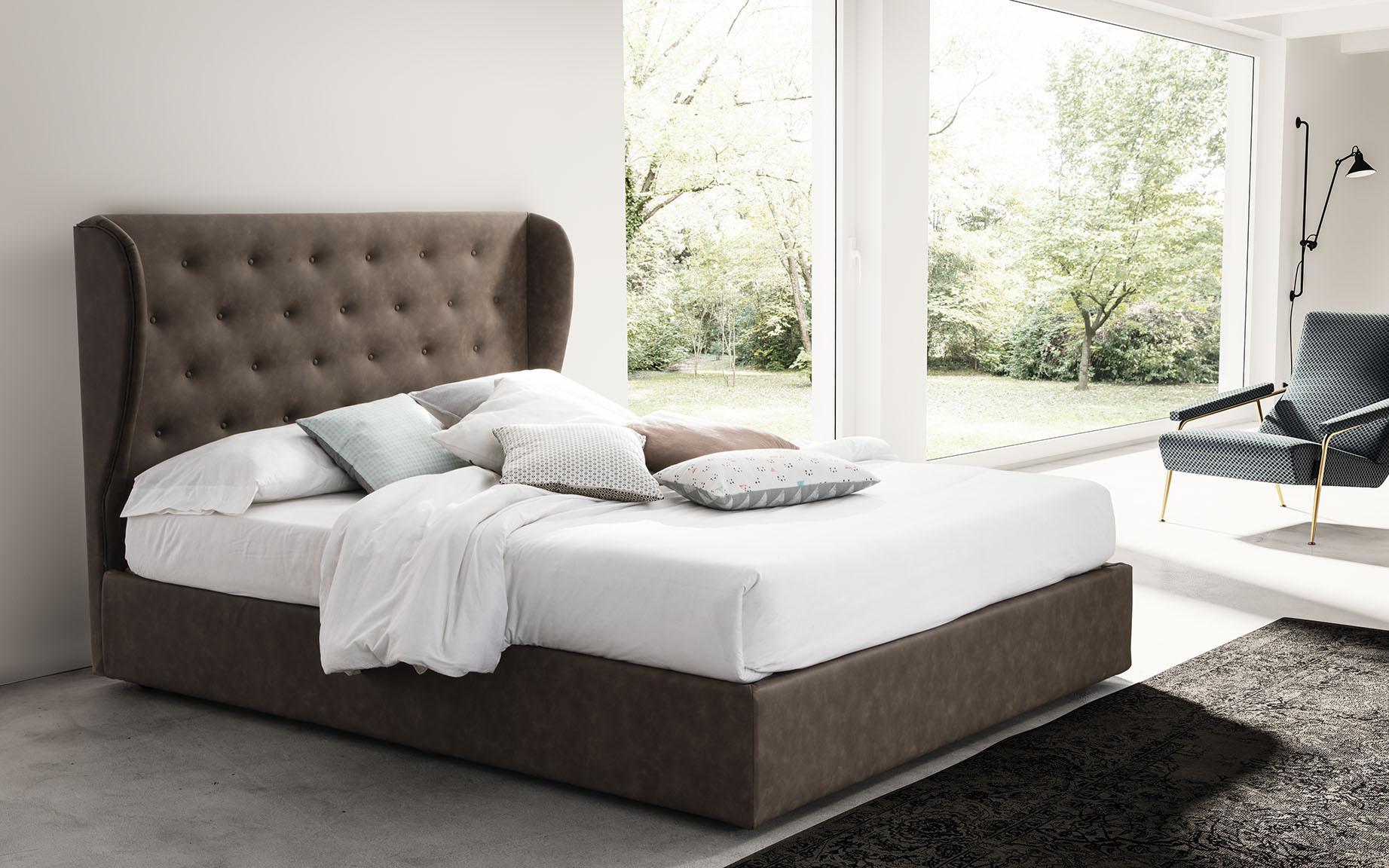 Oblazinjena postelja Romance