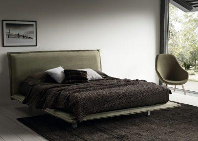 Oblazinjena postelja Sweet