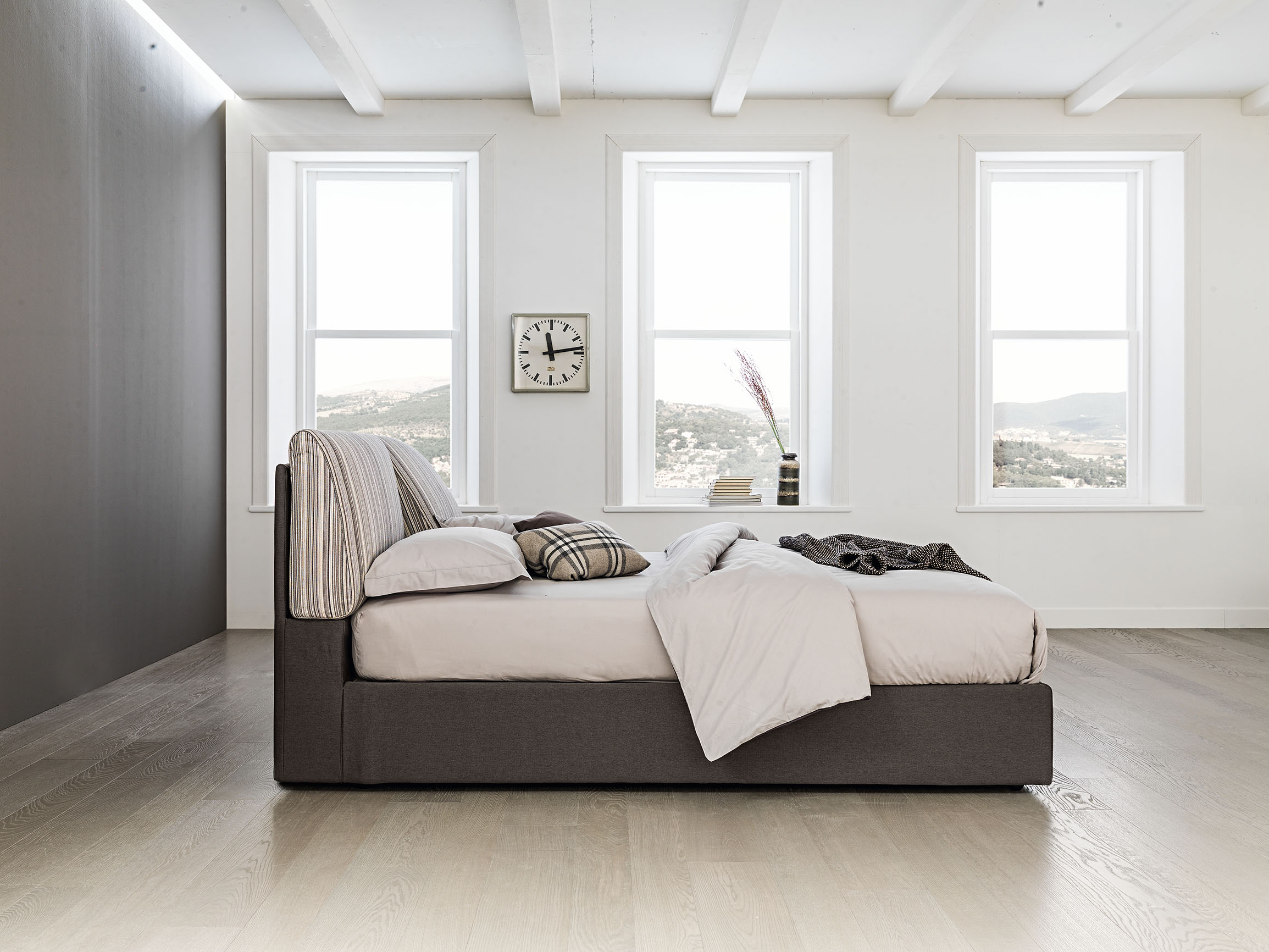 Oblazinjena postelja Zoe