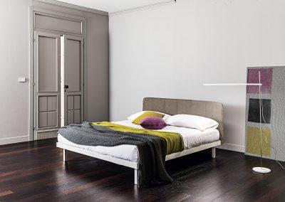 Oblazinjena postelja Ari
