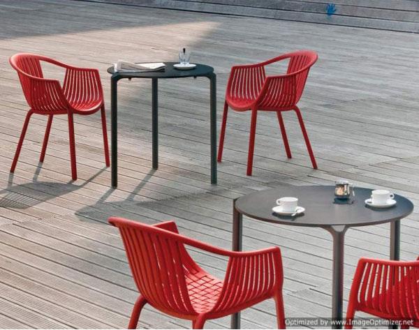 Zložljivi in vrtni stoli so nepogrešljiv kos pohištva za sončne dni